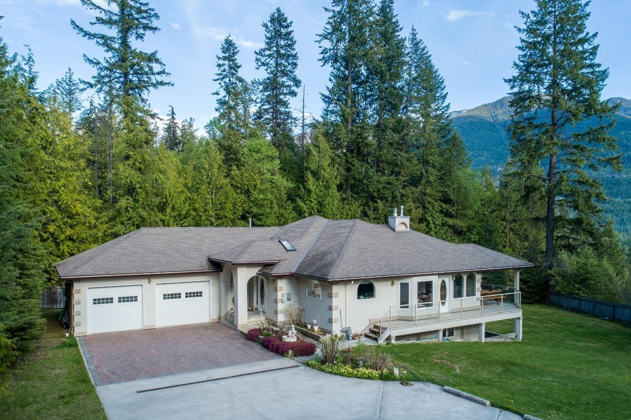 House for sale at 7050 Beggs Rd Nelson British Columbia - MLS: 2455113