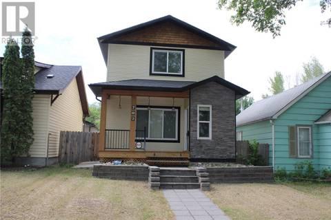 House for sale at 707 29th St W Saskatoon Saskatchewan - MLS: SK776136
