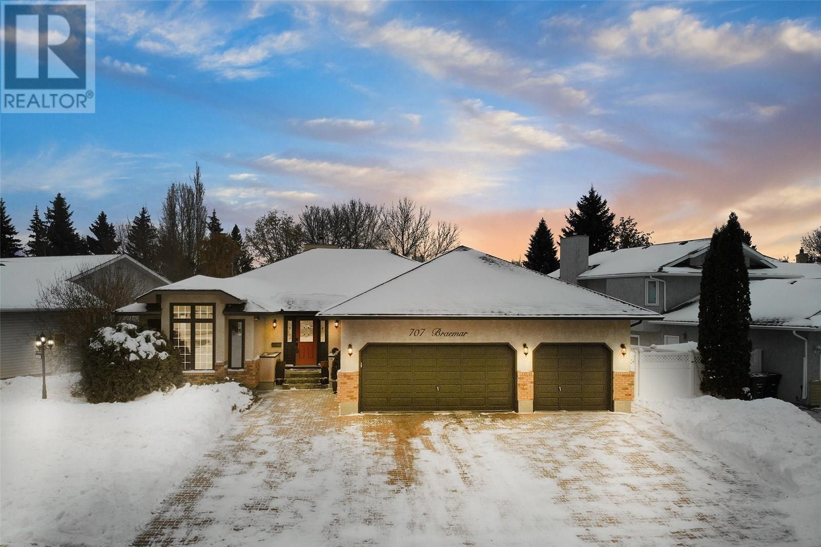 House for sale at 707 Braemar Cres Saskatoon Saskatchewan - MLS: SK833411