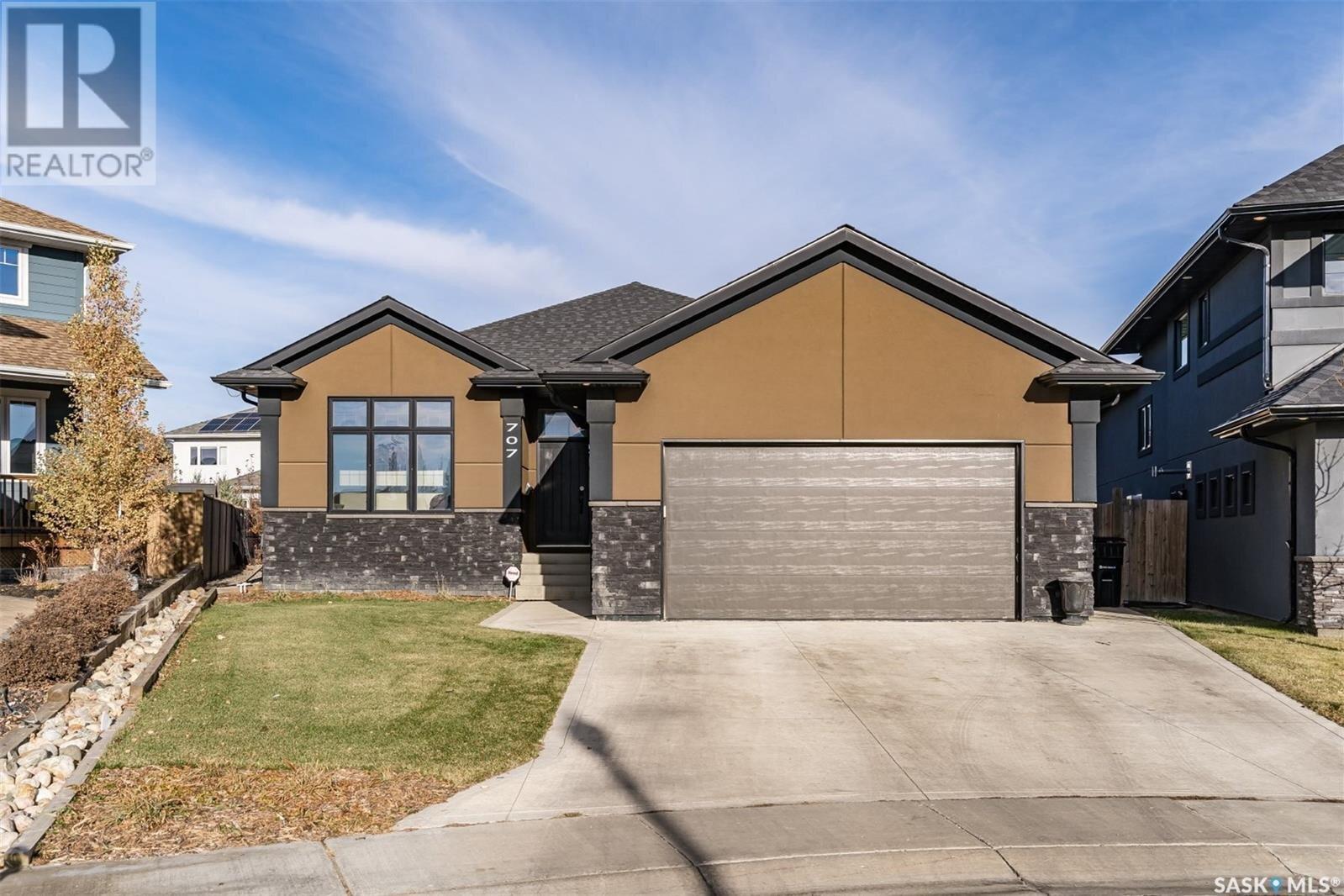 House for sale at 707 Wilkins By Saskatoon Saskatchewan - MLS: SK832044