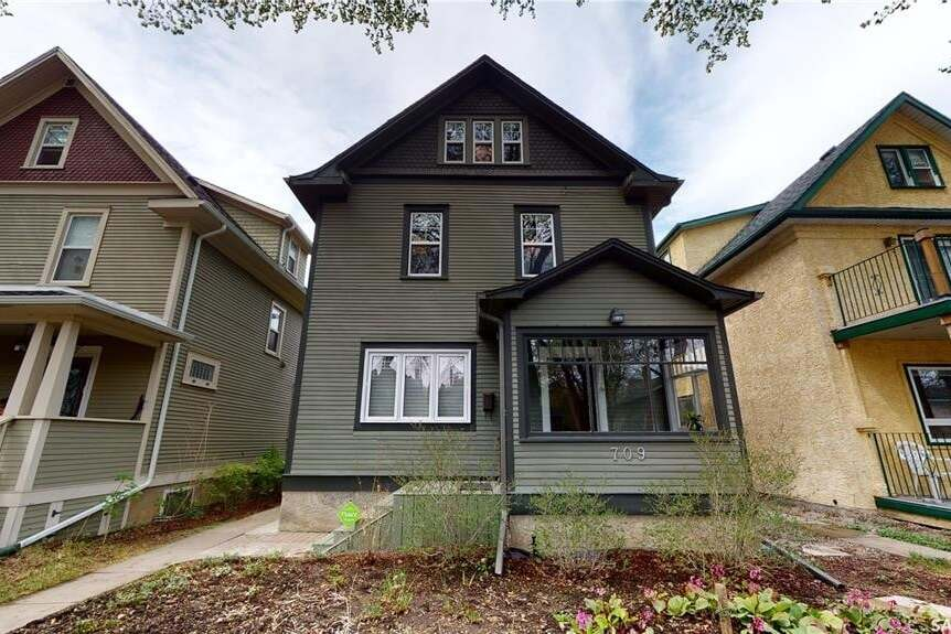House for sale at 709 5th Ave N Saskatoon Saskatchewan - MLS: SK809141