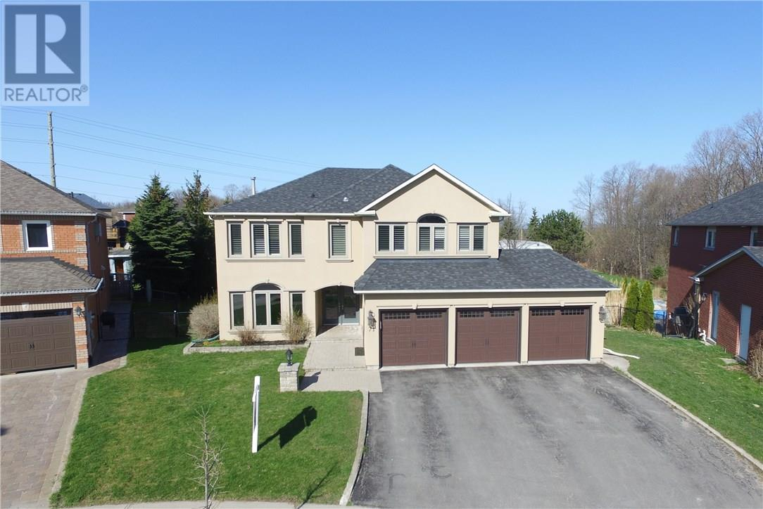 For Sale: 71 Cityview Circle, Barrie, ON | 5 Bed, 4 Bath House for $850,000. See 17 photos!