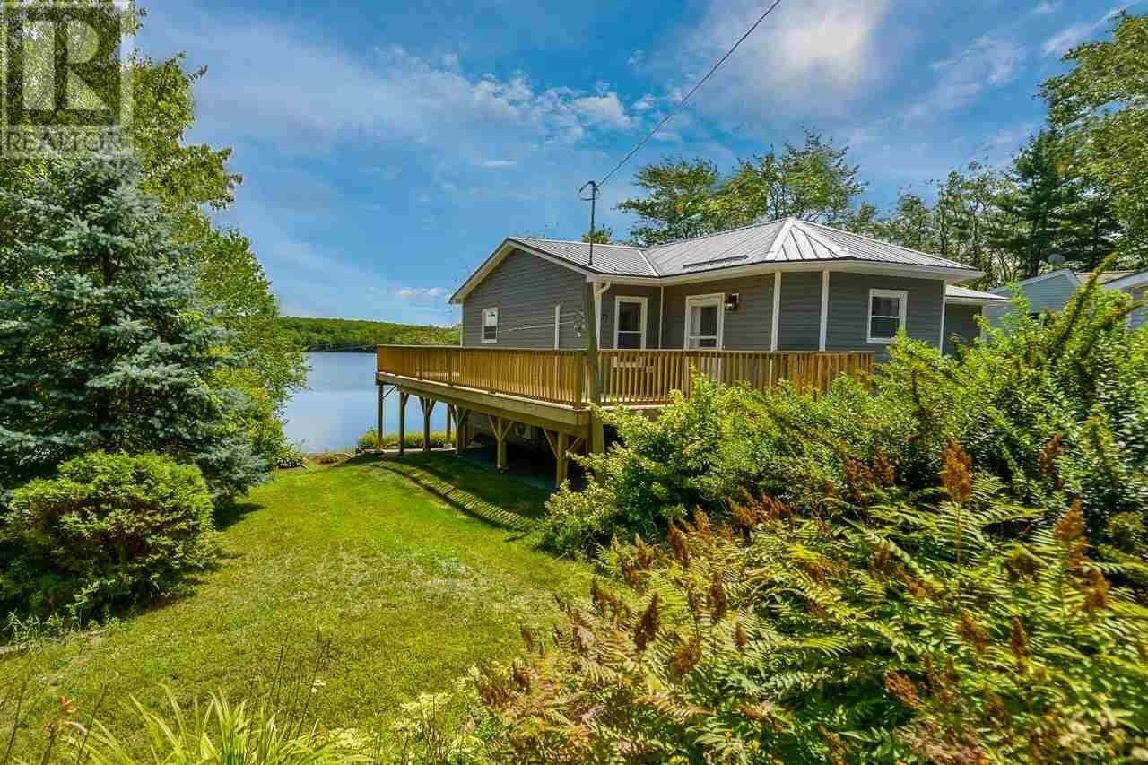 House for sale at 71 Hubley Mill Lake Rd Upper Tantallon Nova Scotia - MLS: 202015308