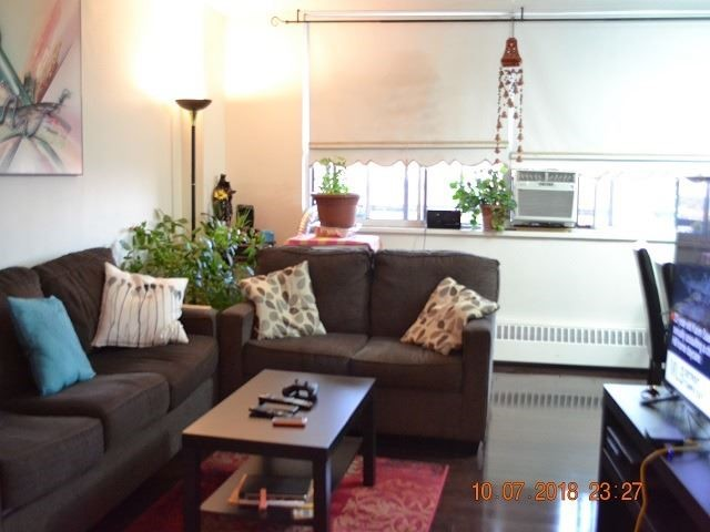 For Sale: 710 - 5 Frith Road, Toronto, ON | 3 Bed, 1 Bath Condo for $290,000. See 13 photos!