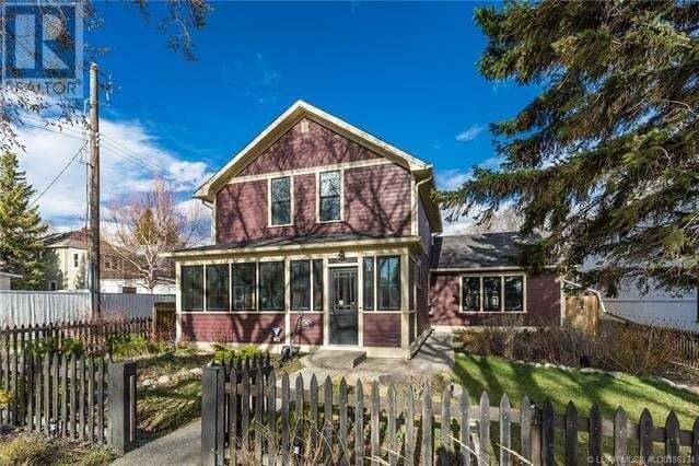 House for sale at 711 3 St S Lethbridge Alberta - MLS: LD0186334