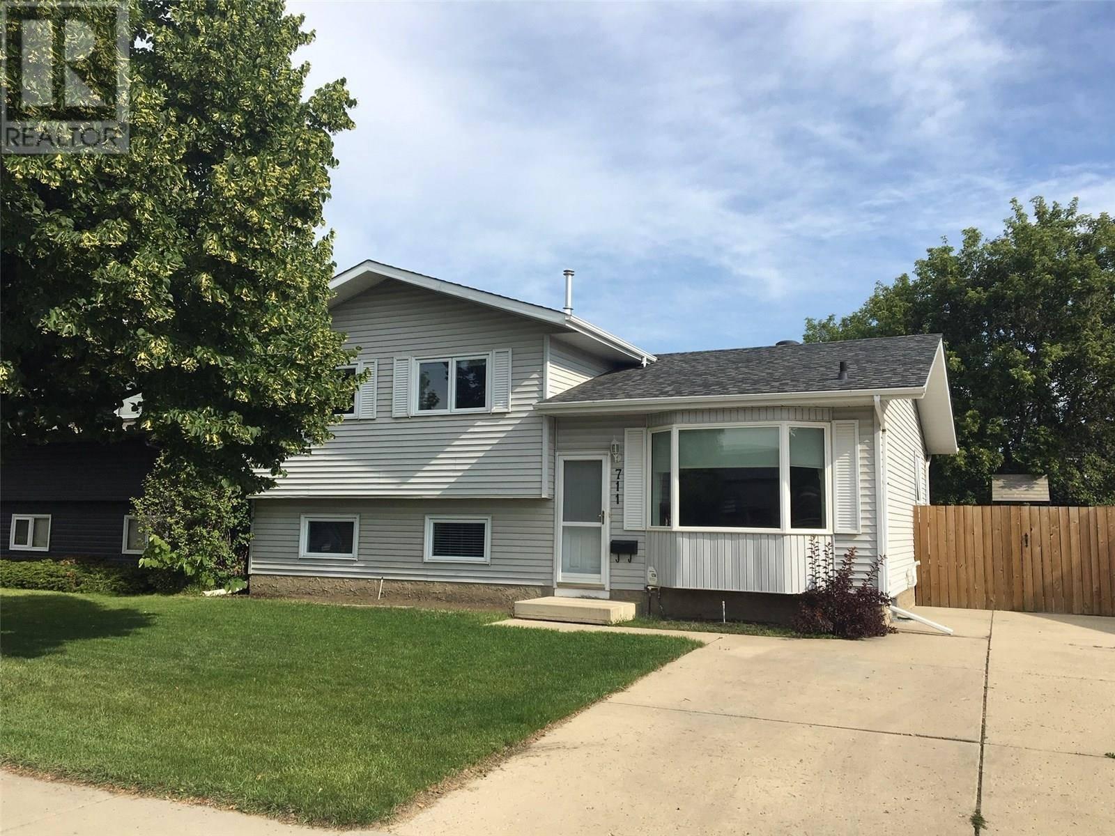 House for sale at 711 Kerr Rd Saskatoon Saskatchewan - MLS: SK779894