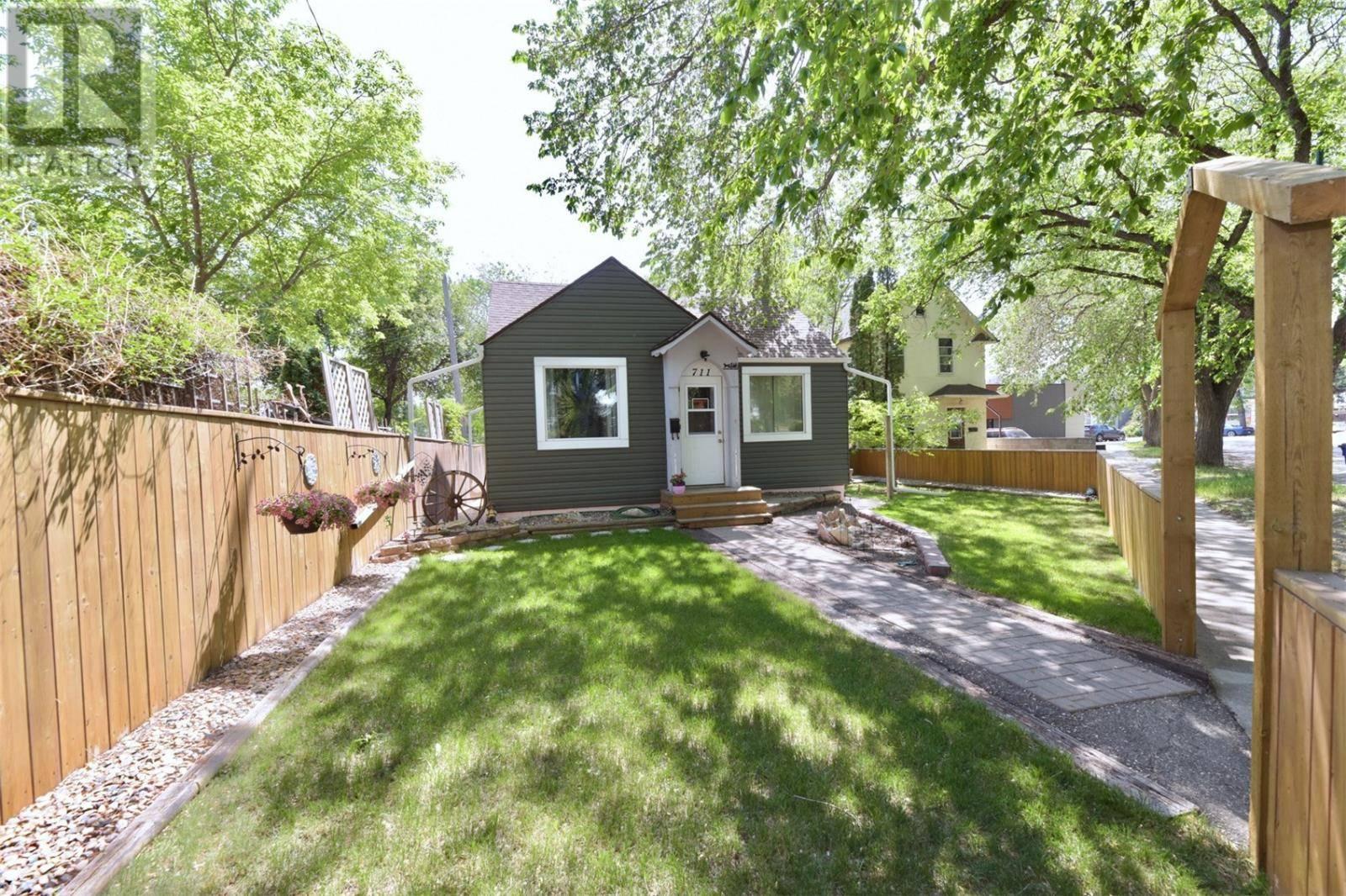 House for sale at 711 Walmer Rd Saskatoon Saskatchewan - MLS: SK776231