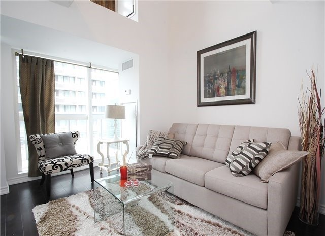 For Sale: 712 - 386 Yonge Street, Toronto, ON | 1 Bed, 2 Bath Condo for $749,000. See 19 photos!