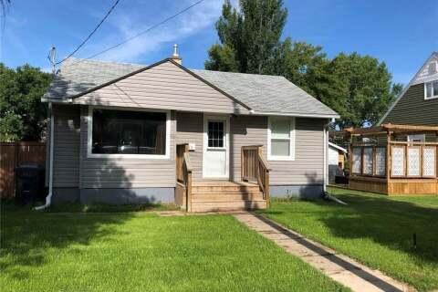 House for sale at 715 4th St S Weyburn Saskatchewan - MLS: SK810794