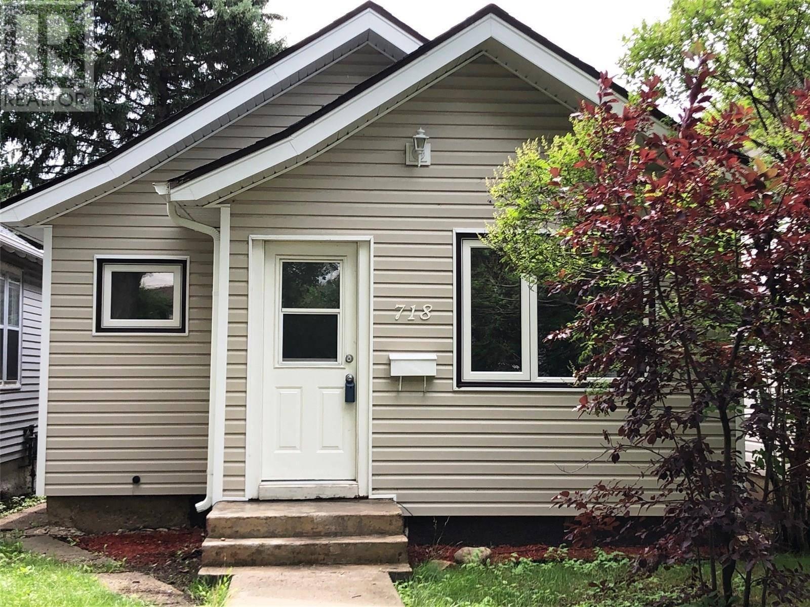 House for sale at 718 7th St E Saskatoon Saskatchewan - MLS: SK785595