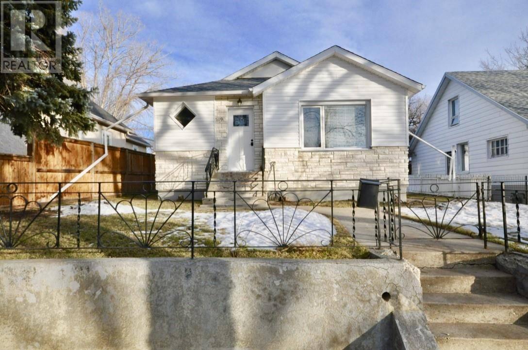 House for sale at 719 9 St S Lethbridge Alberta - MLS: ld0184588