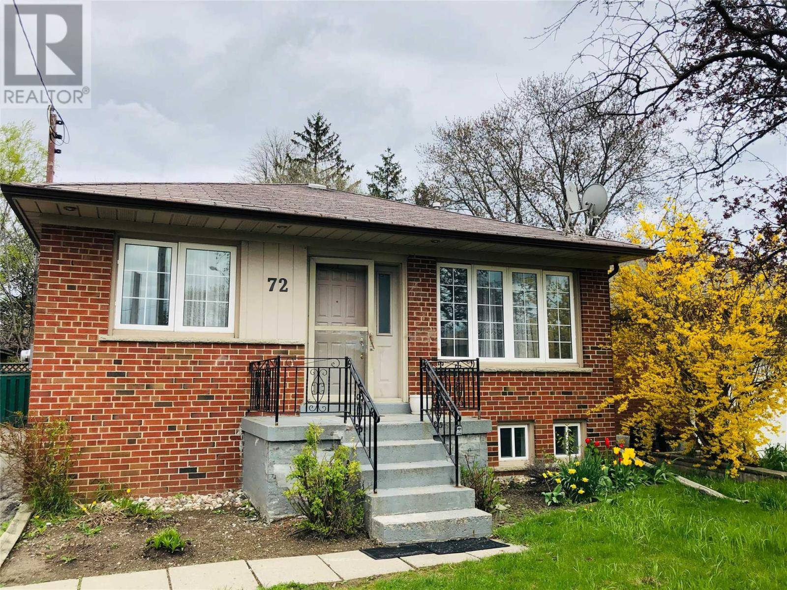 House for sale at 72 Rayside Dr Toronto Ontario - MLS: W4443272