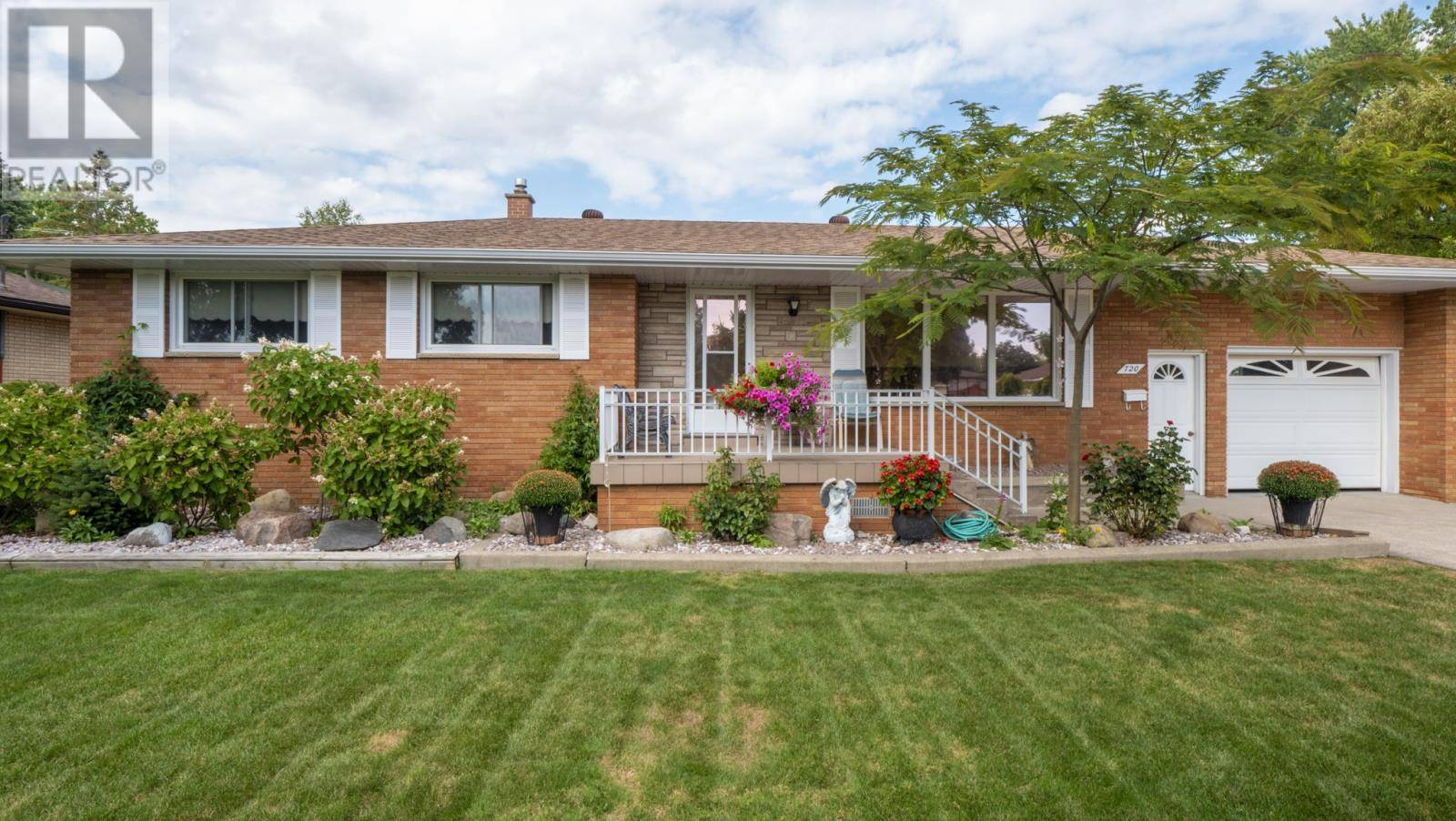 House for sale at 720 Lounsborough  Windsor Ontario - MLS: 19024879