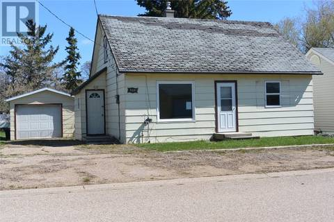 House for sale at 720 Walsh Ave Oxbow Saskatchewan - MLS: SK771712