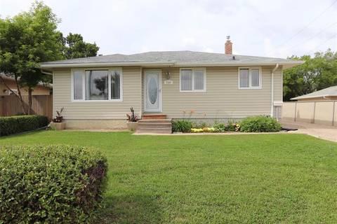 House for sale at 7200 Dewdney Ave Regina Saskatchewan - MLS: SK792552