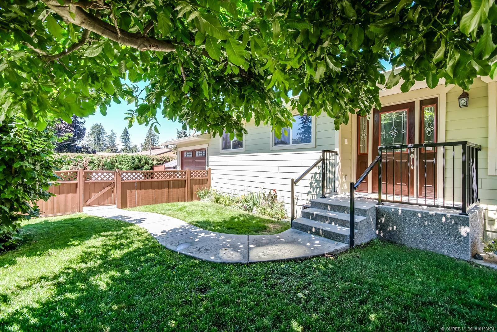 House for sale at 726 Raymer Rd Kelowna British Columbia - MLS: 10189274