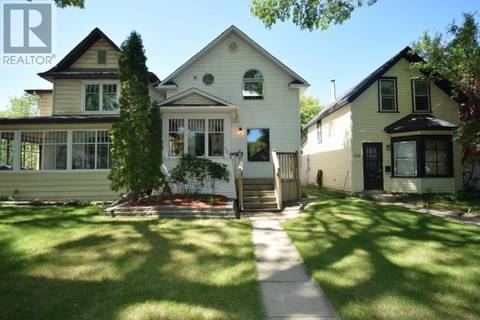 House for sale at 727 4th Ave N Saskatoon Saskatchewan - MLS: SK800772