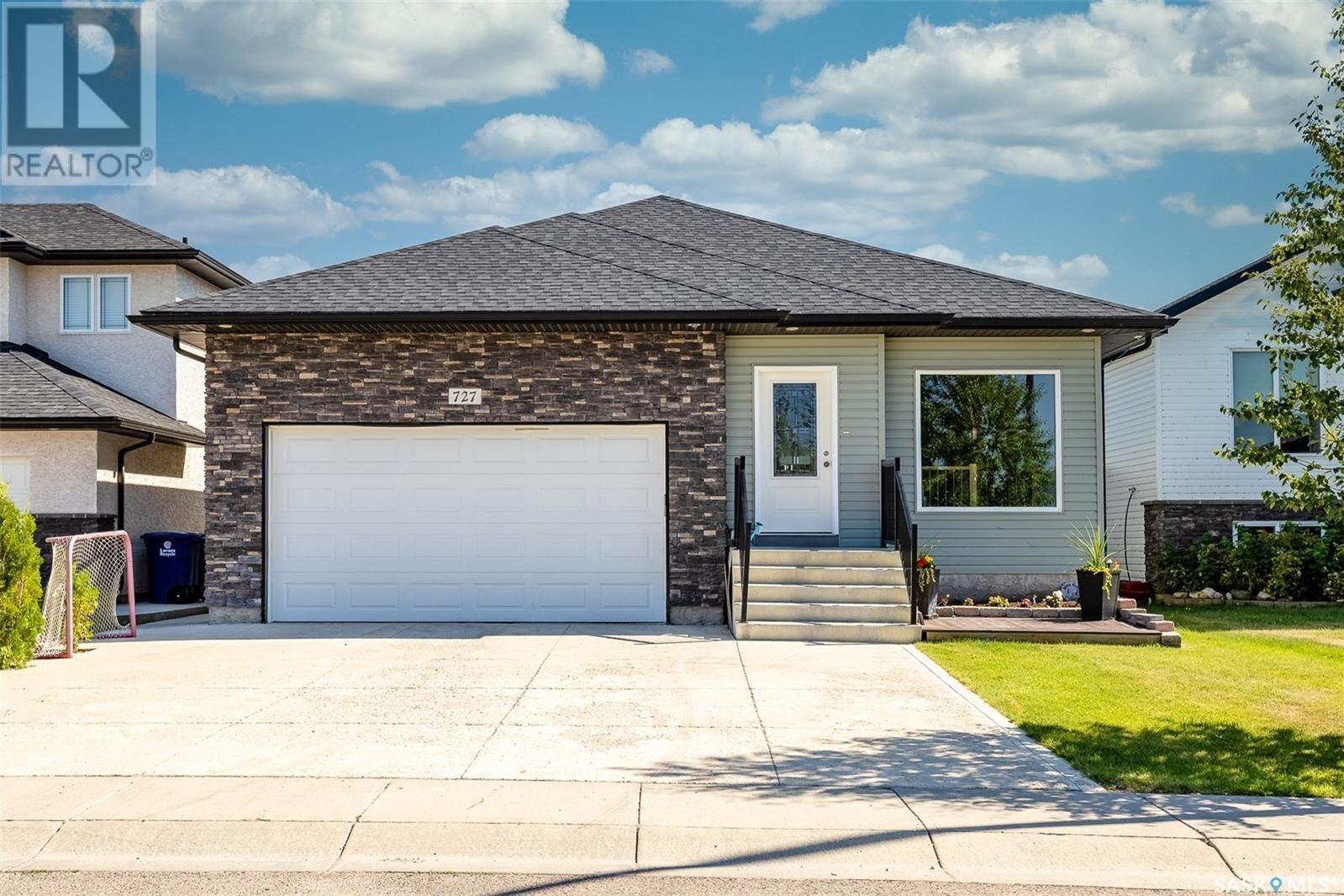 House for sale at 727 Padget Cres Saskatoon Saskatchewan - MLS: SK838678