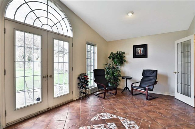 For Sale: 7271 Rolling Acres Crescent, Niagara Falls, ON | 4 Bed, 2 Bath House for $499,900. See 20 photos!