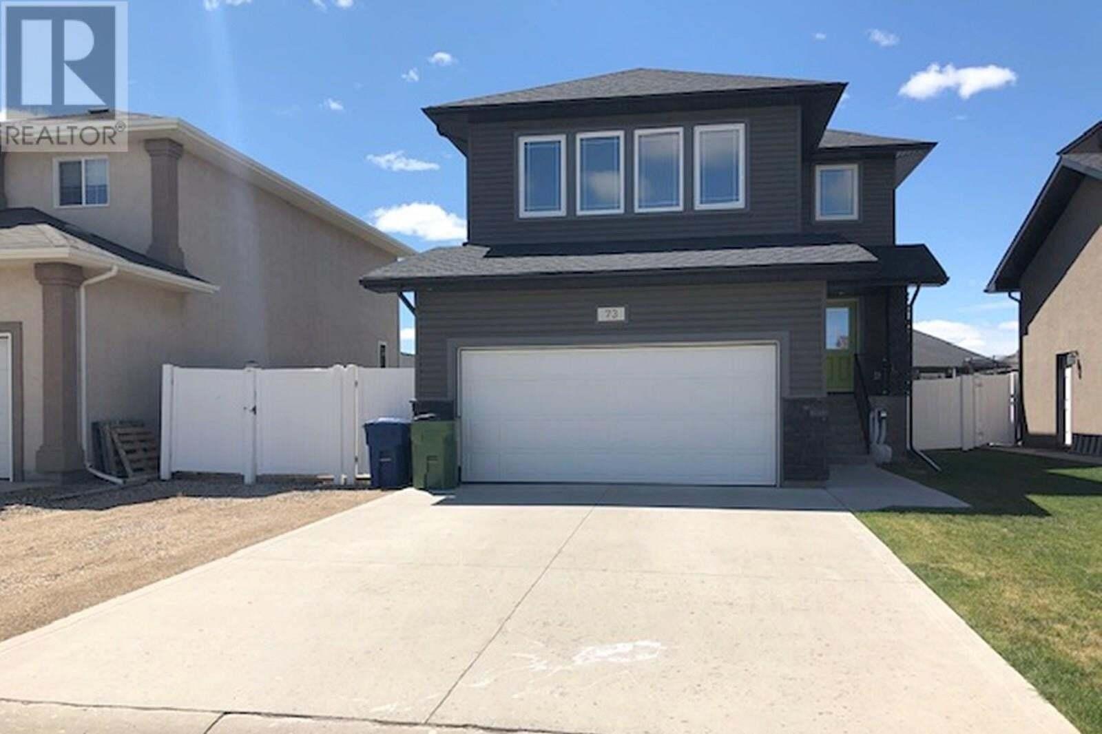 House for sale at 73 Goldenglow Dr Moose Jaw Saskatchewan - MLS: SK814771