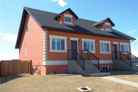 Townhouse for sale at 7305 44b Ave Camrose Alberta - MLS: CA0188755