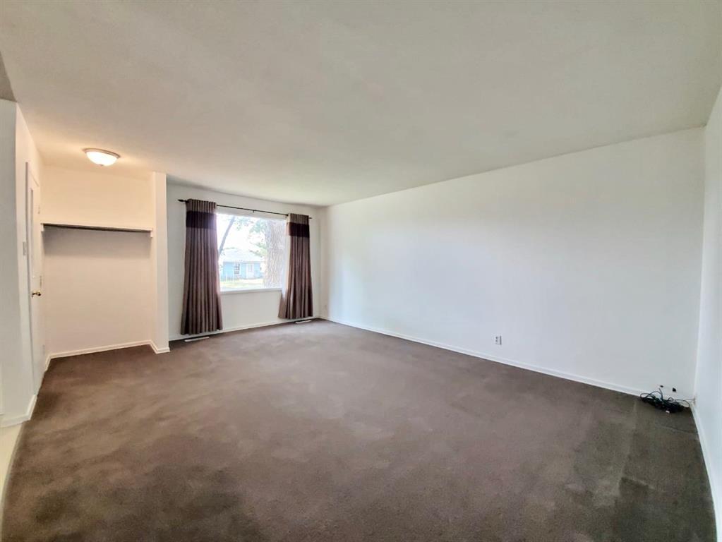 731 12 Street N, Lethbridge — For Sale @ $244,000 | Zolo.ca