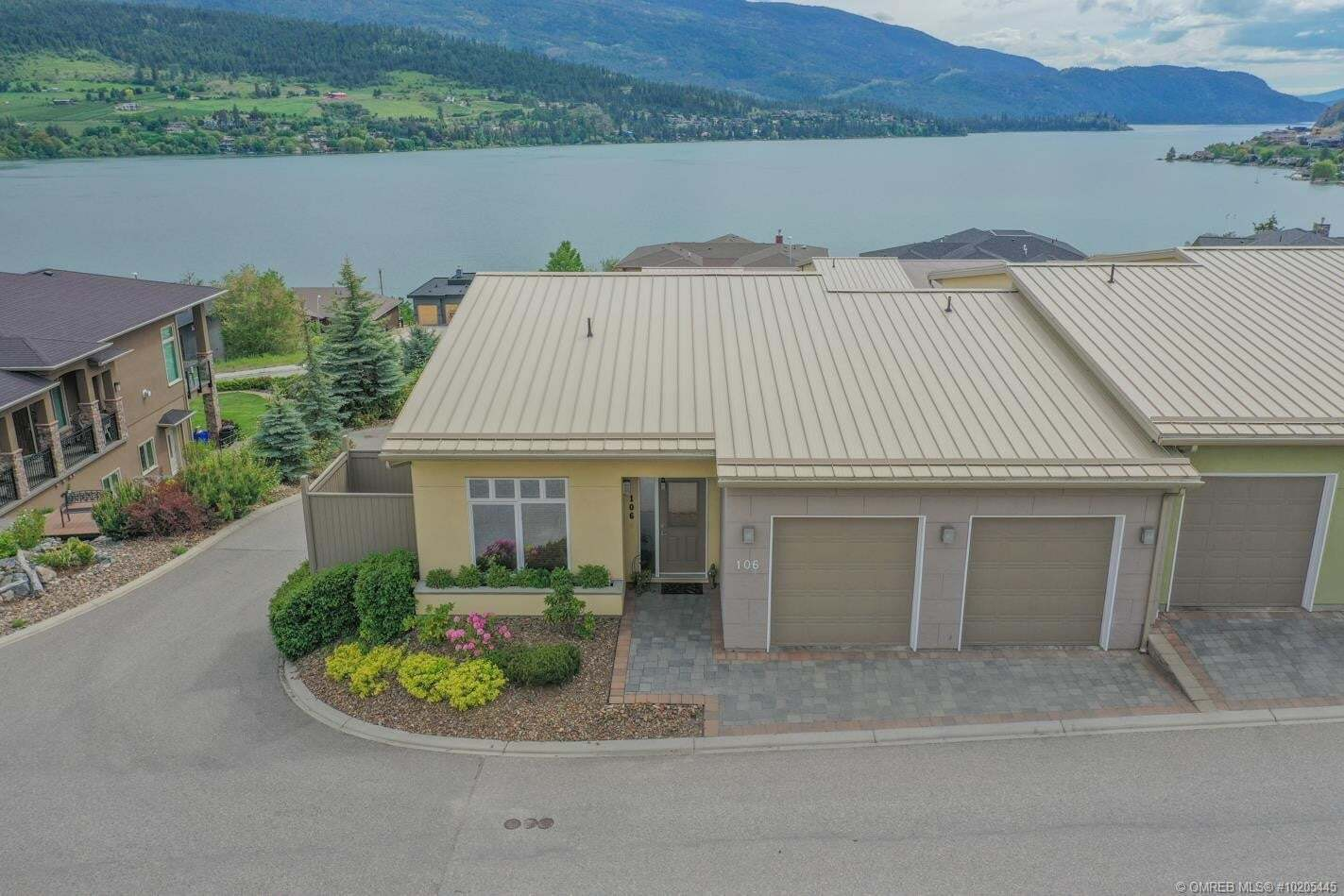 Townhouse for sale at 7325 Pointe Sage Dr Coldstream British Columbia - MLS: 10205445