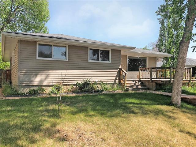 Sold: 736 Cantrell Drive Southwest, Calgary, AB