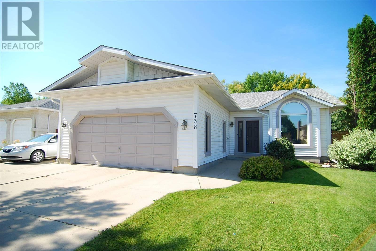 House for sale at 738 Cowley Rd Saskatoon Saskatchewan - MLS: SK784490
