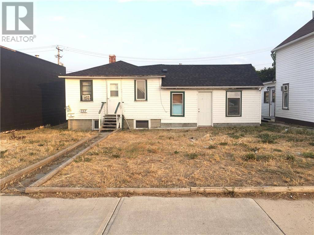 House for sale at 739 2 St Se Medicine Hat Alberta - MLS: mh0184171