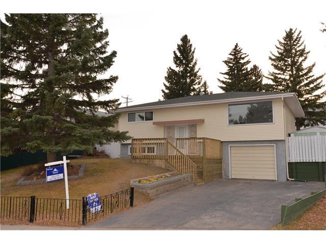 Sold: 7407 Huntertown Crescent Northwest, Calgary, AB