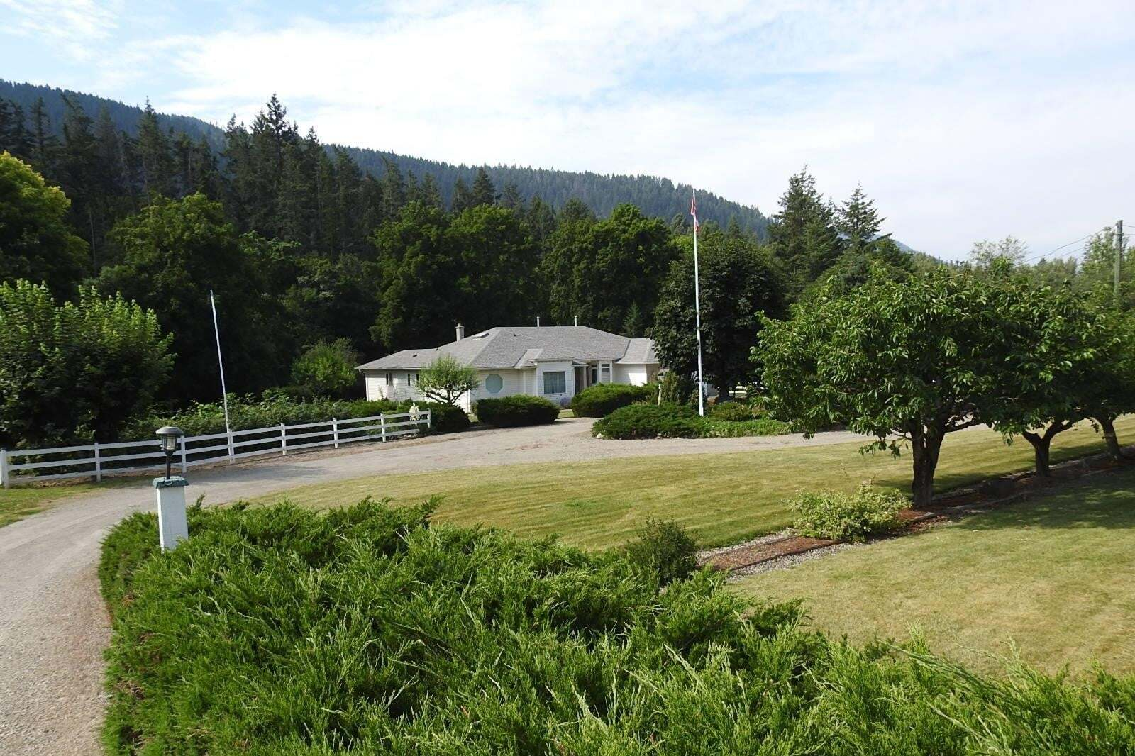 House for sale at 7410 6 Hy Coldstream British Columbia - MLS: 10197936
