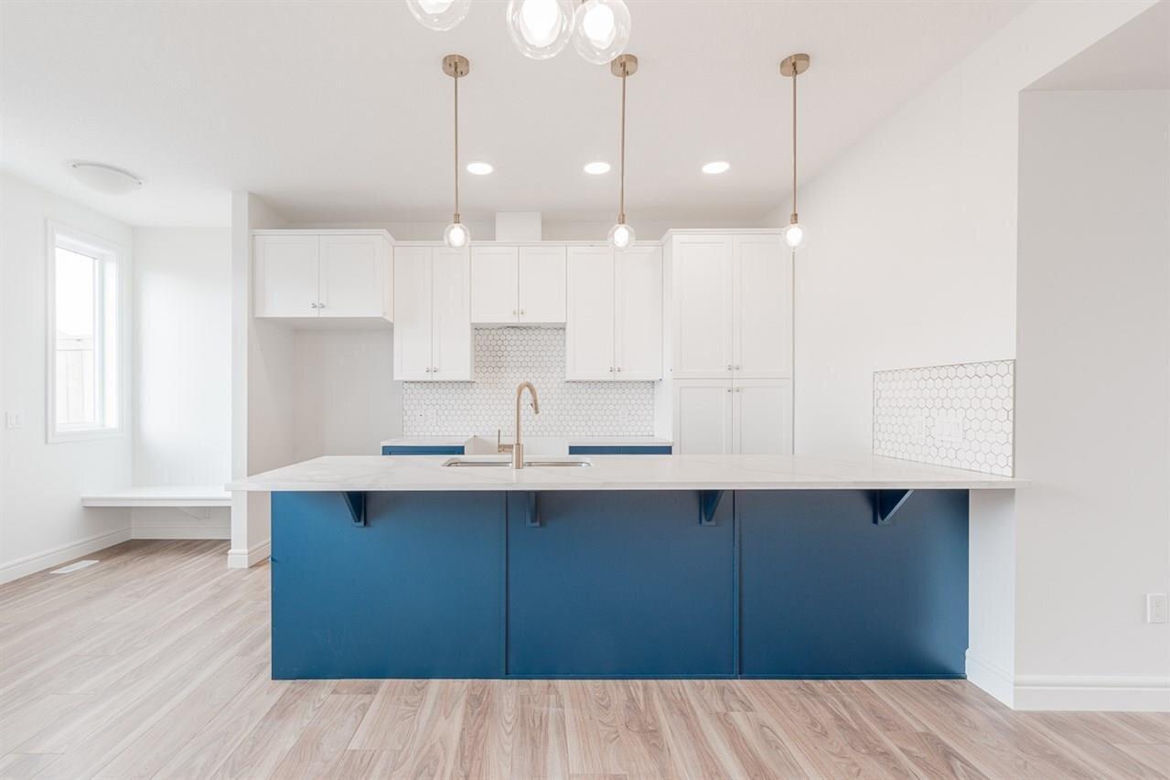 House for sale at 7423 Elmer Rd NW Edmonton Alberta - MLS: E4215014