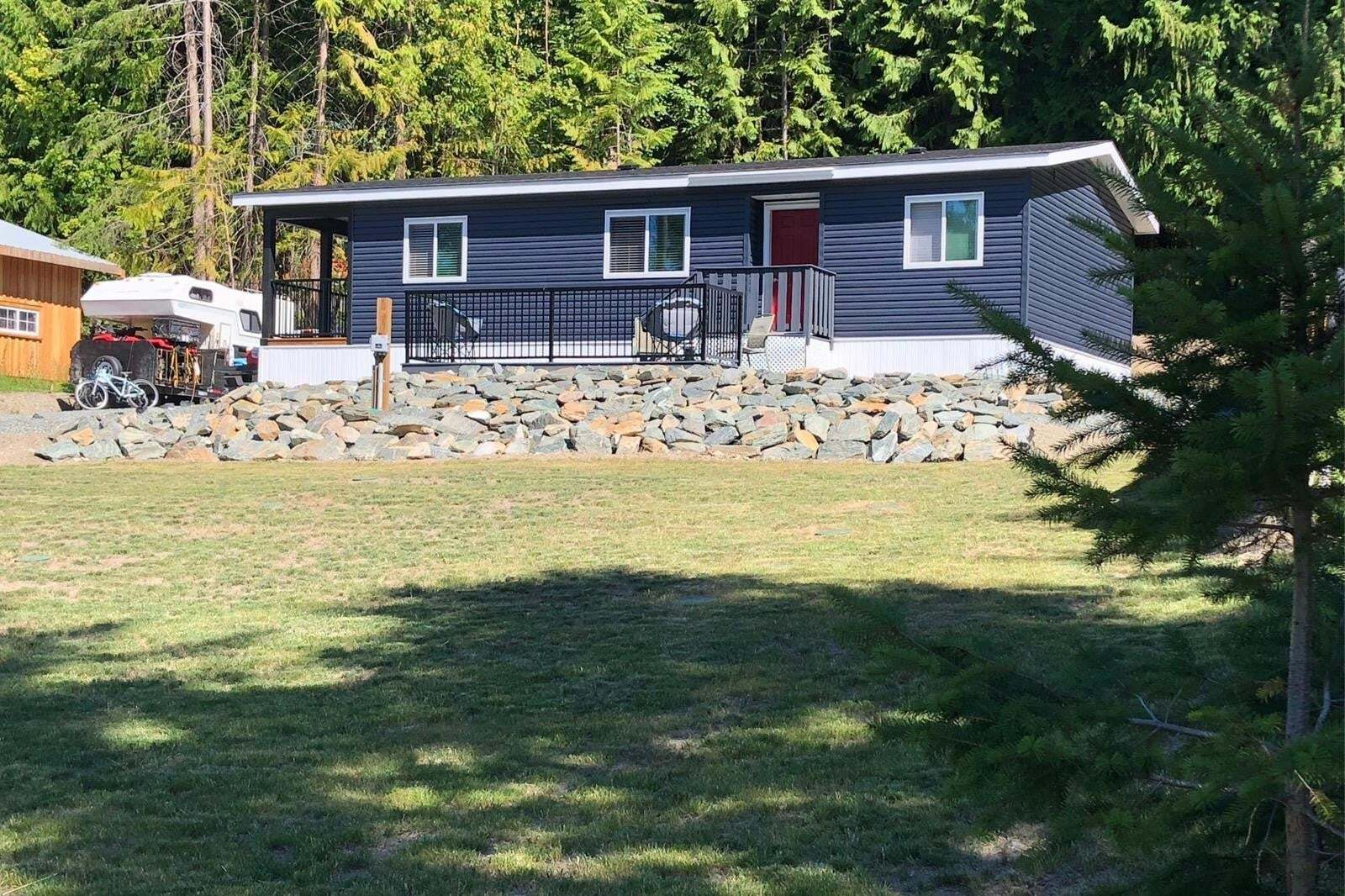 House for sale at 7443 Estate Dr Anglemont British Columbia - MLS: 10207186