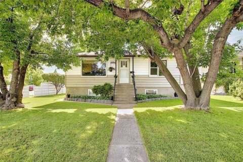 House for sale at 7447 23 St SE Calgary Alberta - MLS: C4306541