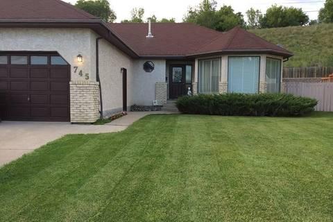 House for sale at 745 Sun Valley Dr Estevan Saskatchewan - MLS: SK761884