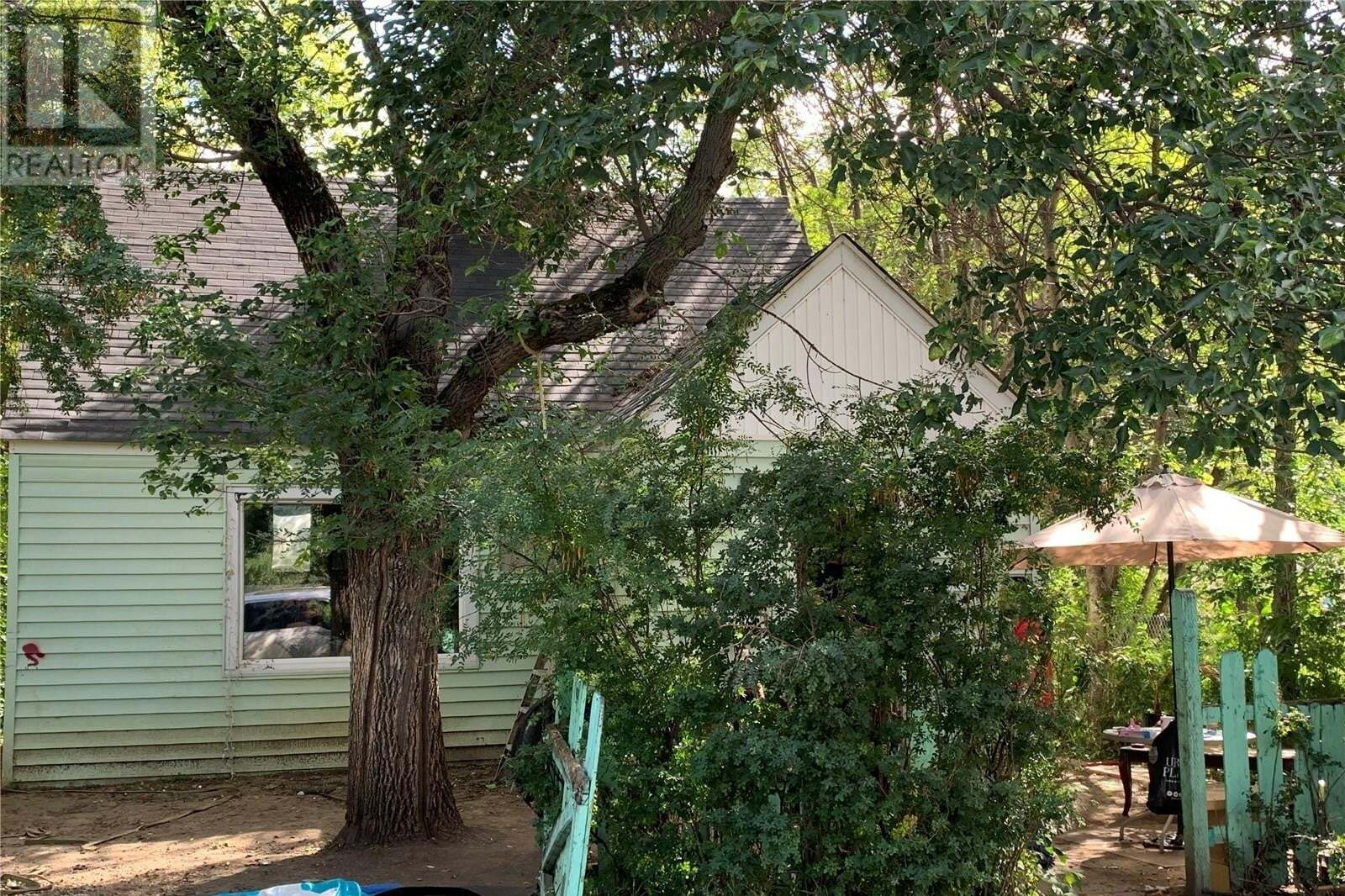 House for sale at 747 12th St W Prince Albert Saskatchewan - MLS: SK824566