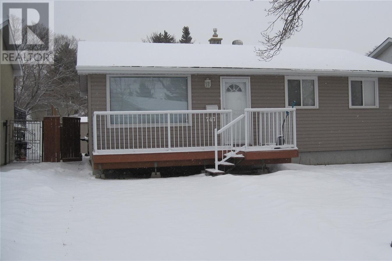 House for sale at 747 Sneddon St Regina Saskatchewan - MLS: SK834088