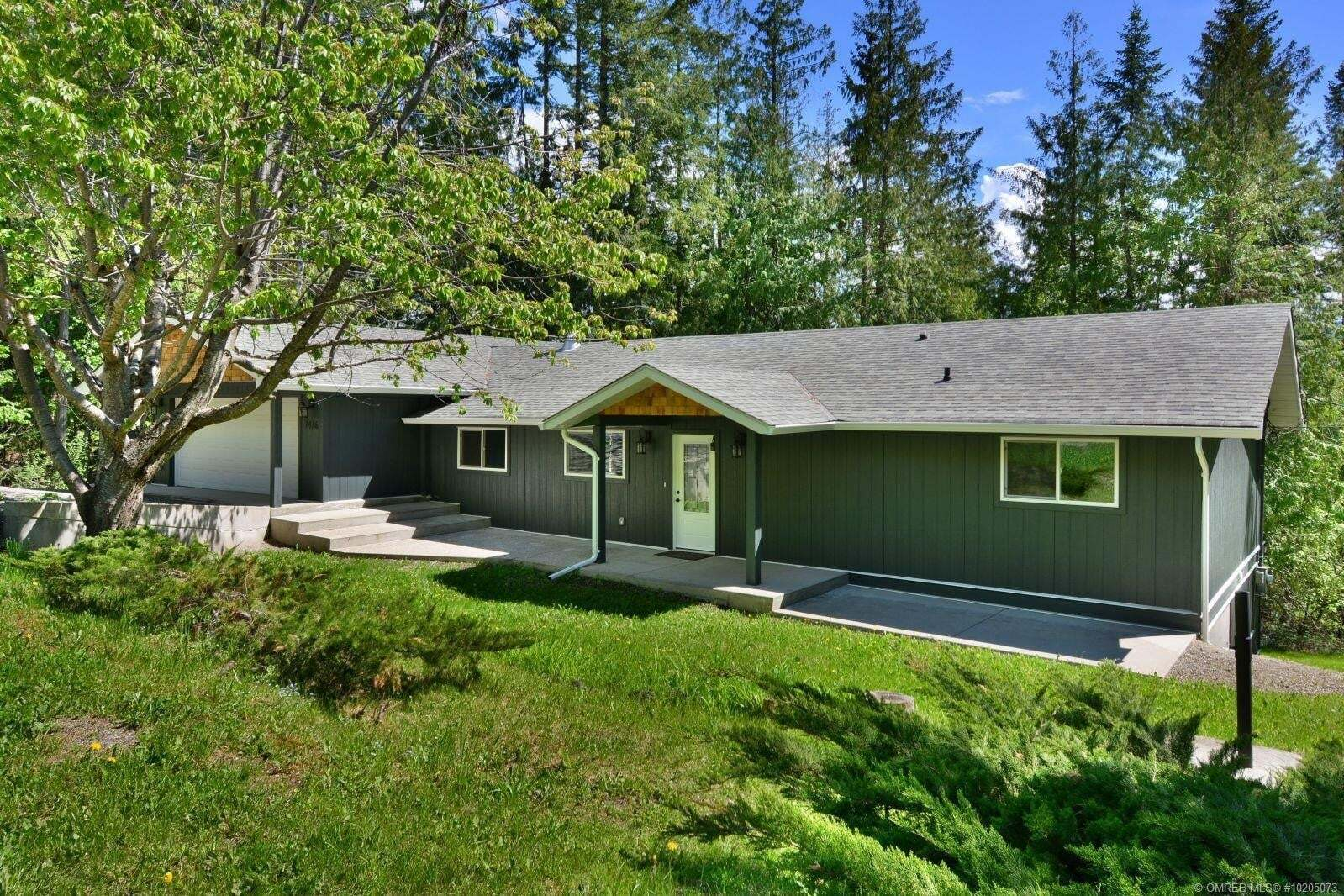 House for sale at 7476 Estate Dr Anglemont British Columbia - MLS: 10205073