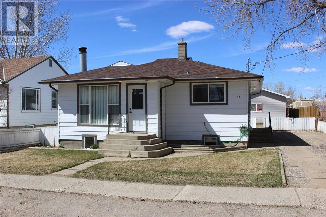 House for sale at 748 Crescent Ave N Picture Butte Alberta - MLS: ld0192396