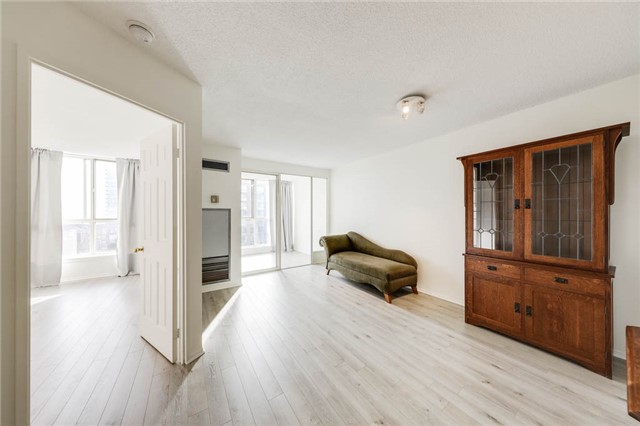 For Sale: 749 - 24 Southport Street, Toronto, ON   1 Bed, 1 Bath Condo for $389,900. See 20 photos!