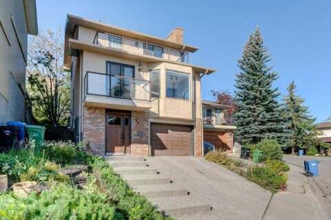 House for sale at 75 Coach Manor Te SW Calgary Alberta - MLS: C4303187