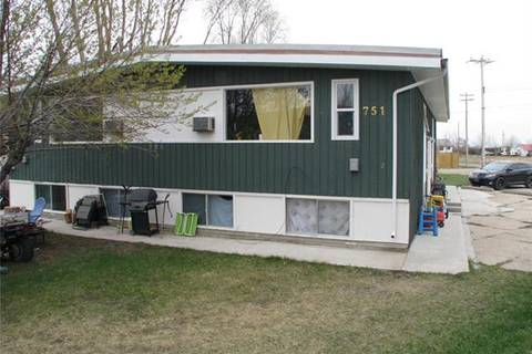 Townhouse for sale at 751 52 Ave West Claresholm Alberta - MLS: C4243996