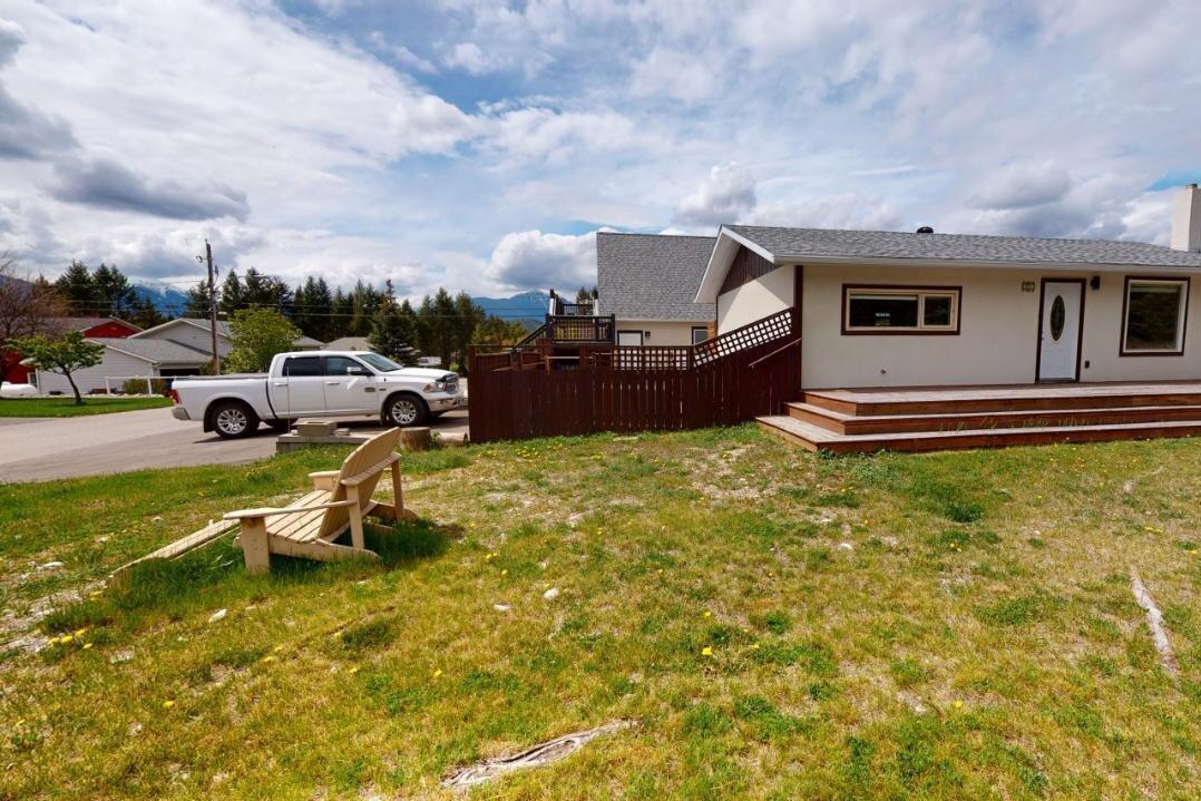 House for sale at 7521 Revelstoke Avenue  Radium Hot Springs British Columbia - MLS: 2452088