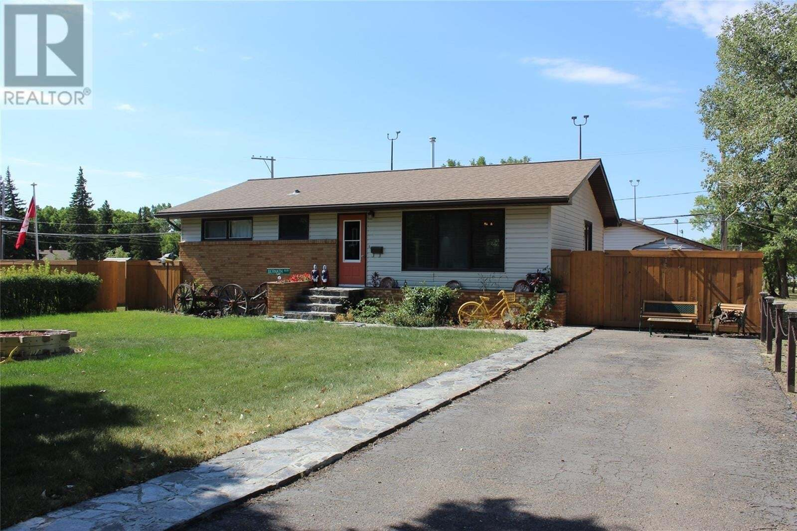 House for sale at 753 Centre St Shaunavon Saskatchewan - MLS: SK824400