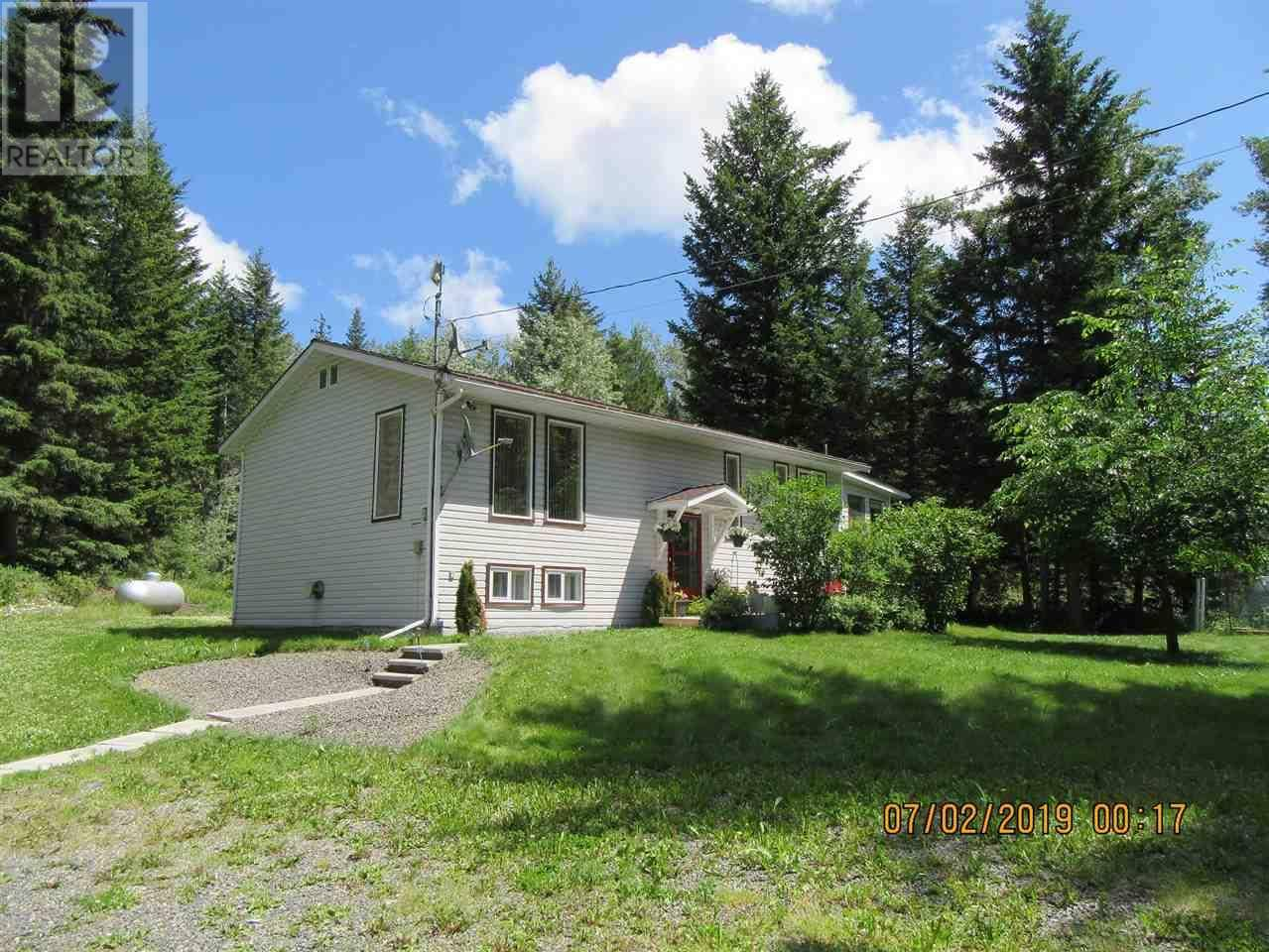House for sale at 7572 Thomas Point Rd Bridge Lake British Columbia - MLS: R2425134