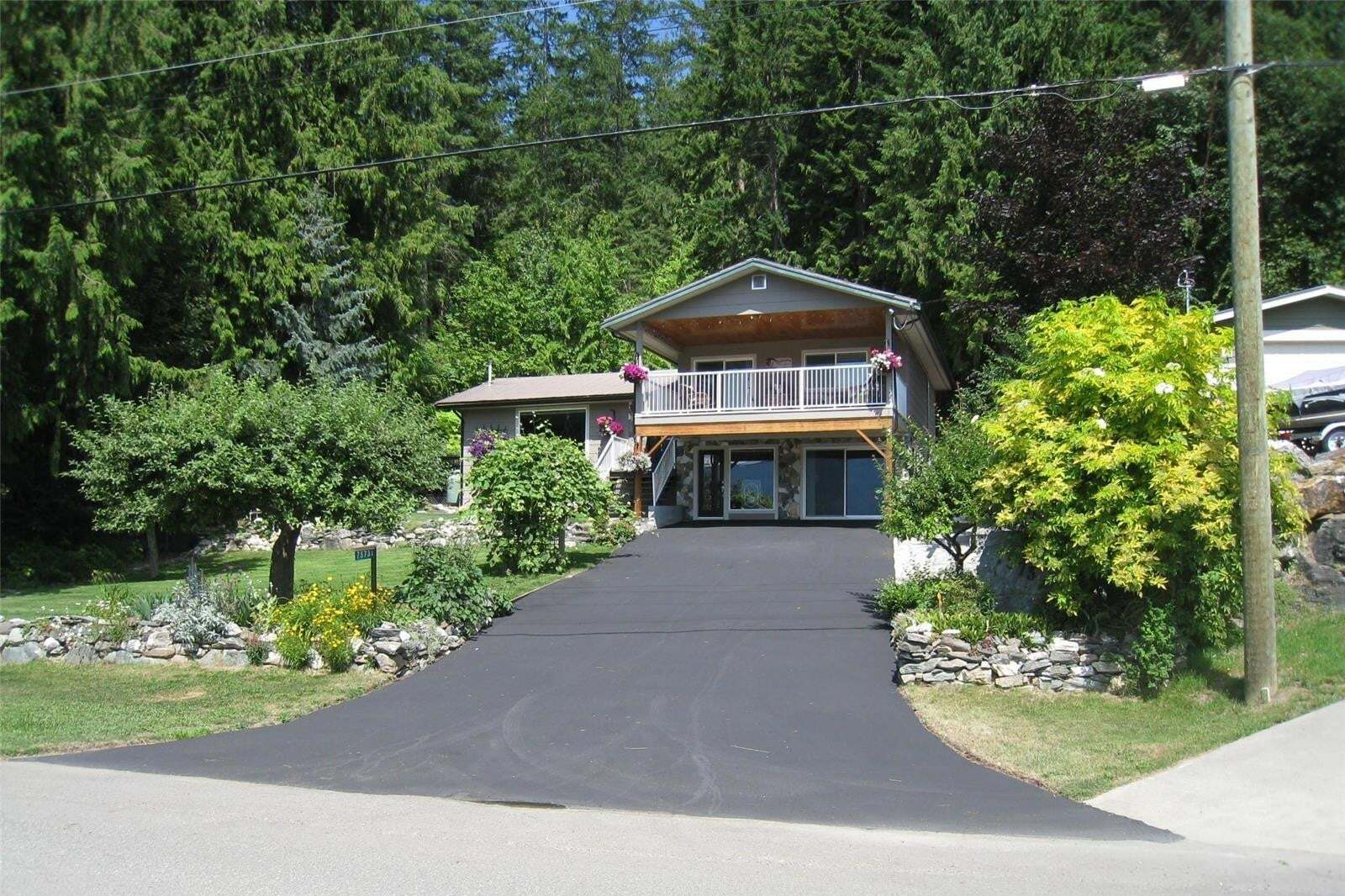 House for sale at 7573 Squilax Anglemont Rd Anglemont British Columbia - MLS: 10212669