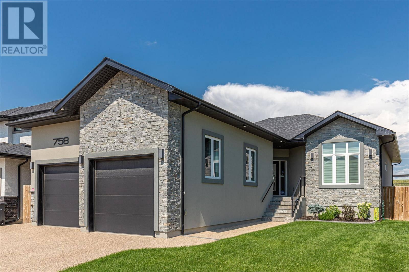 House for sale at 758 Kloppenburg Ct Saskatoon Saskatchewan - MLS: SK782573