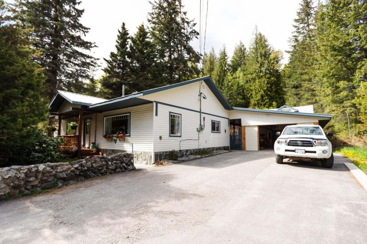 House for sale at 7597 Highway 3a  Balfour British Columbia - MLS: 2451932