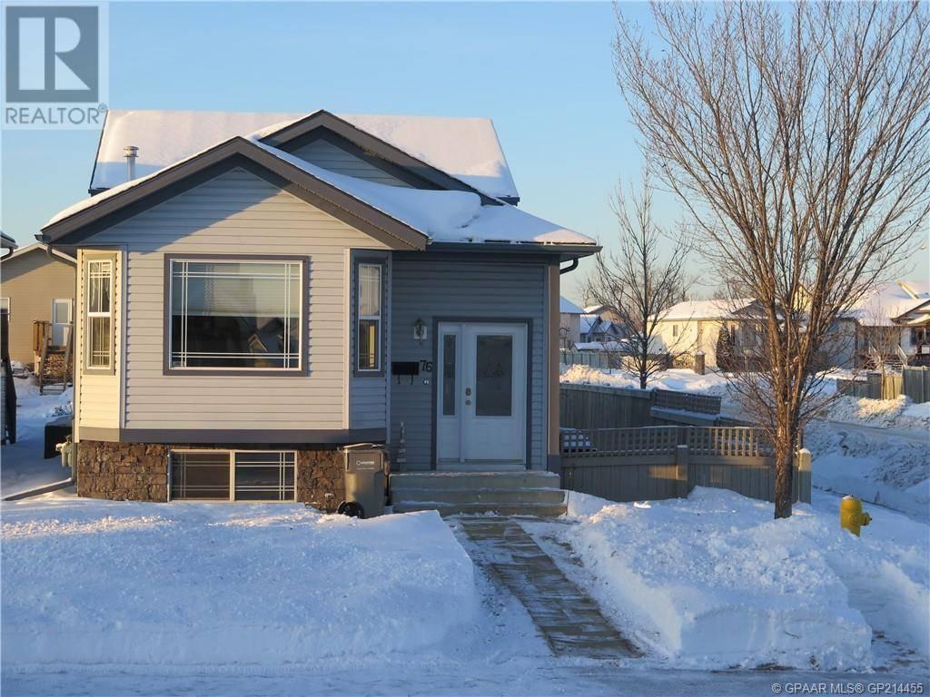 House for sale at 76 Pinnacle Blvd Blvd Grande Prairie Alberta - MLS: GP214455